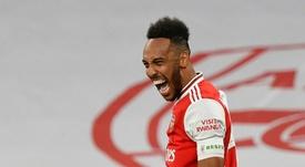 Pierre-Emerick Aubameyang renovou com o Arsenal. AFP
