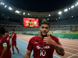Atualmente no Shanghai SPIG, da China, o 'Incrível' torce pelo FC Porto no clássico. AFP