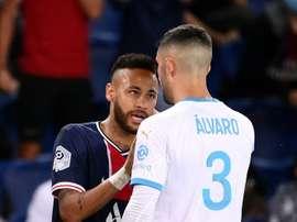 Neymar e Álvaro González protagonizaram confusão em jogo do Campeonato Francês. AFP