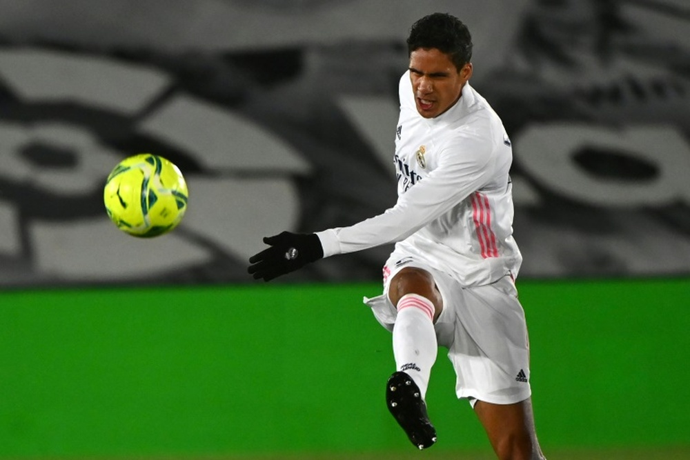 El Madrid descarta fichar un central si se va Varane. AFP