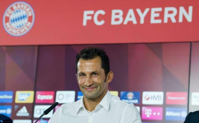 Salihamidzic mira hacia el Ajax. AFP