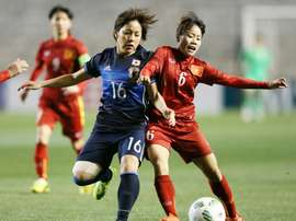 Japans Mana Iwabuchi (L) fights for the ball with Vietnams Bui Thuy An during a Rio 2016 Olympic Games Asia final qualifying tournament in Osaka, in March 2016