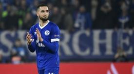Nabil Bentaleb ha vuelto a ser apartado del primer equipo del Schalke 04. AFP/Archivo