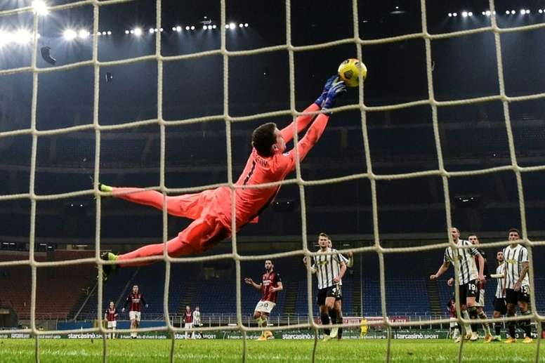 Milan teams regroup as Roma, Juventus close gap in Serie A