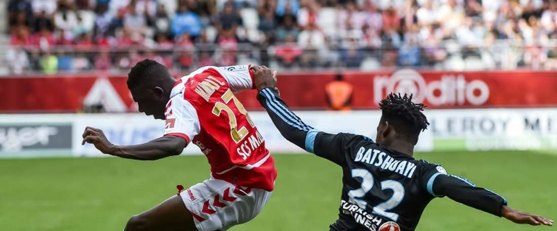 Marseille forward Michy Batshuayi (R) vies with Reims defender Hamari Traore during their French L1 match on August 16, 2015 at the Auguste Delaune Stadium in Reims, northern France