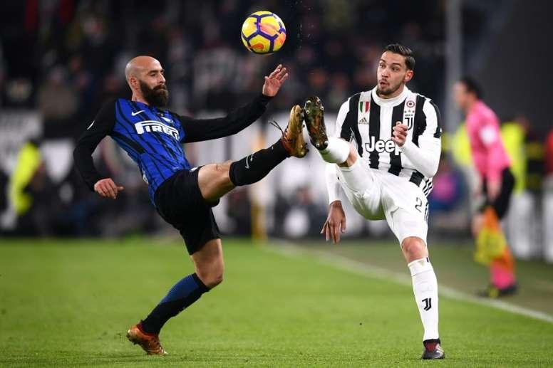 Borja Valero seguirá en el Inter un año más. AFP