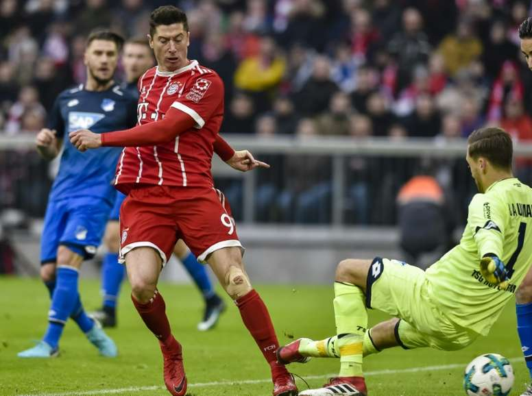 Lewandoswki se deja querer por el Madrid. AFP
