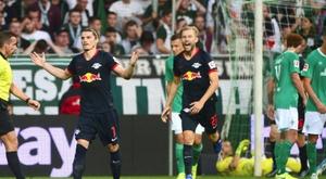 RB Leipzig volta a golear para retomar a liderança. AFP