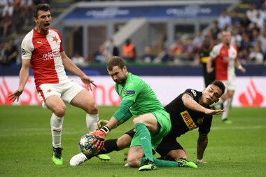 Barca seek sixth straight win at spirited Slavia