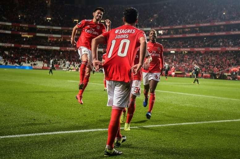 El Benfica golea y hace que el 'clásico' sea de vital importancia. AFP