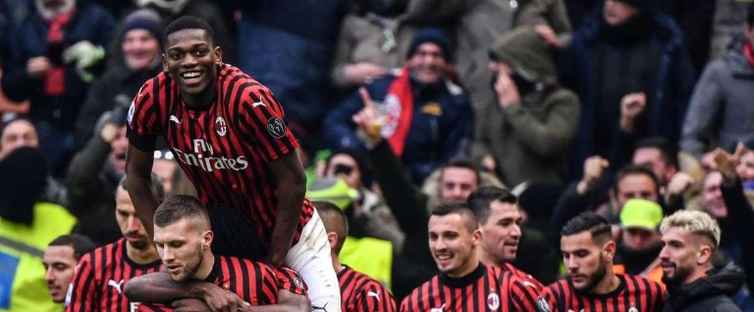 Milan engata a segunda vitória seguida e vai subindo na Serie A. AFP