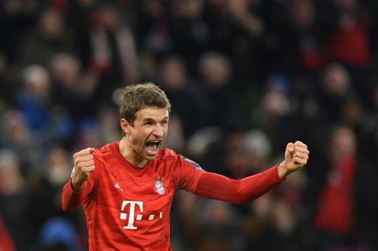 Thomas Müller seguirá defendendo a camisa do gigante alemão. AFP