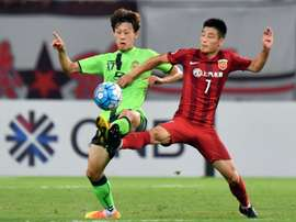 Wu Lei (R) of Chinas Shanghai SIPG fights for the ball with Lee Jae Sung of South Koreas Jeonbuk Hyundai Motors during their AFC Champions League quarter-final match, in Shanghai, on August 23, 2016