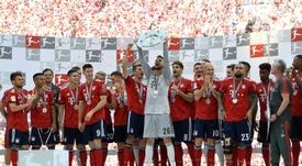 El Bayern recibió su título de campeón de la Bundesliga. EFE