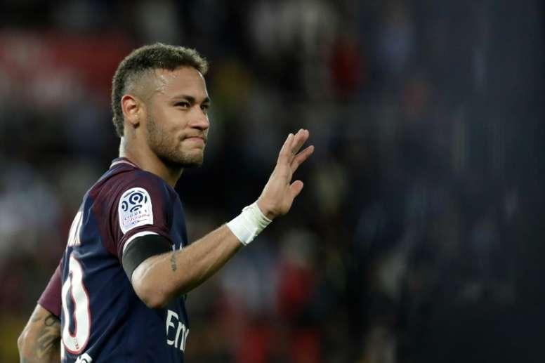 Si la sentencia recibida es mayor a dos años de prisión, Neymar no volverá a España. AFP