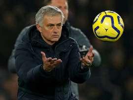 Mou quer jogador do Norwich para a lateral direita. AFP