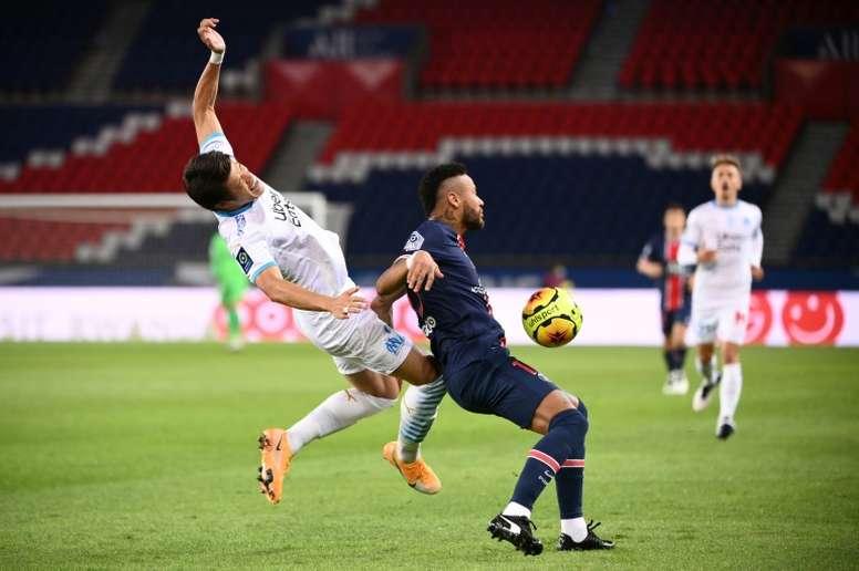 Neymar and Hiroki Sakai during the stormy September 13 clash in Paris. afp_en