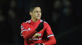 Alexis participó de lleno en la victoria 'red devil'. AFP