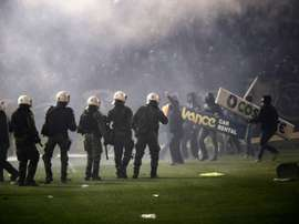 Panathinaikos fans clash with riot police after the cancellation of the Greek Super League match between Panathinaikos and Olympiakos in Athens on November 21, 2015