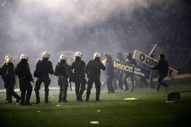 El fútbol es la vía de escape de una sociedad al límite. AFP/Archivo