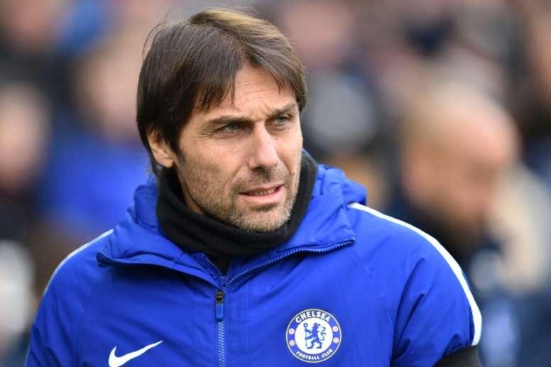 Conte admitió que el Chelsea lleva buscando un mes una solución para Morata. AFP
