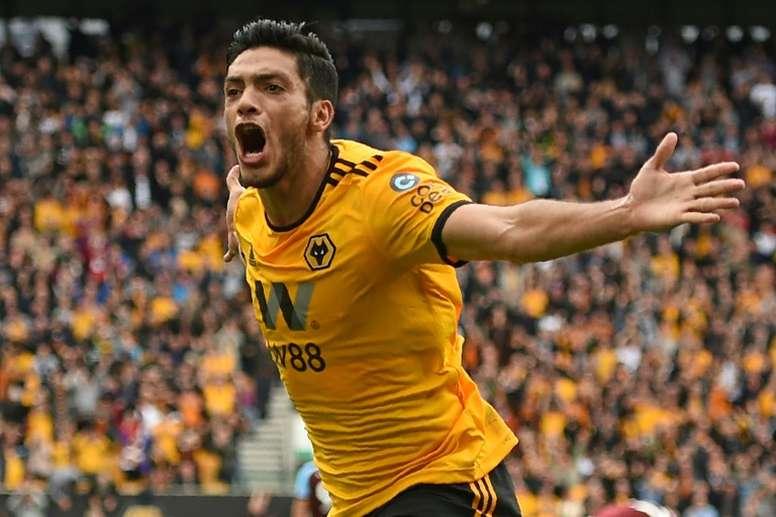 Raúl Jiménez llegó a los 12 tantos con su gol al Chelsea. AFP