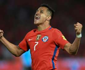 Chiles Alexis Sanchez celebrates after scoring against Uruguay during their 2018 FIFA World Cup qualifier football match in Santiago, on November 15, 2016