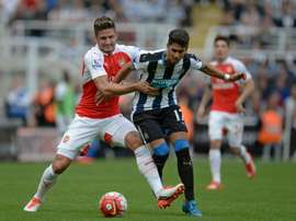 Arsenals French striker Olivier Giroud (left) vies with Newcastle Uniteds Spanish striker Ayoze Perez during their English Premier League match at St James Park in Newcastle-upon-Tyne on August 29, 2015