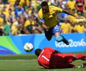 Neymar pasó por encima de Honduras con un doblete. AFP