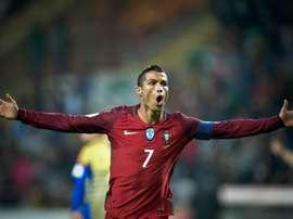 Cristiano firmó un doblete ante Letonia con su selección. AFP