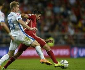 Le défenseur slovaque Tomas Hubocan à la lutte avec Diego Costa pendant l'Euro.