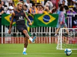 Le PSG repousse l'offre du Barça pour Neymar. AFP