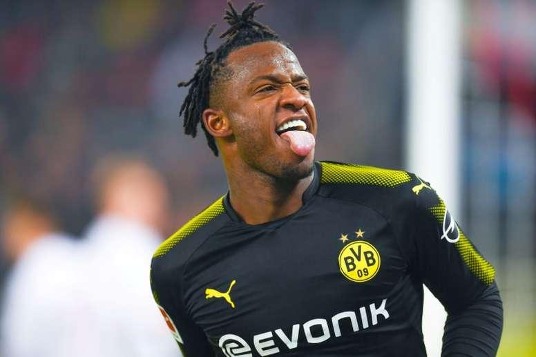 Michy Batshuayi no podrá seguir en el Borussia si sigue marcando. AFP
