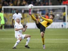 Odd BKs Jone Samuelsen (L) fights for the ball with Elfsborgs Arber Zeneli during the UEFA Europa League third qualifying round first leg match in Boras, Sweden, on July 30, 2015