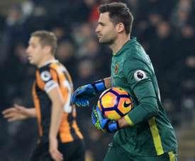 Marshall permitió que el Everton empatase el partido con un autogol en la primera parte. AFP
