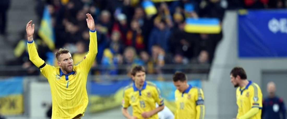 Ukraine's Andriy Yarmolenko (L) celebrates after scoring against Slovenia. BeSoccer