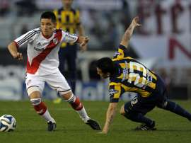 Argentinas Matias Kranevitter (L), pictured here playing for River Plate in 2014, will join Atletico Madrid in December