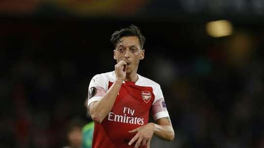 Mesut Özil hace estragos en la red. AFP