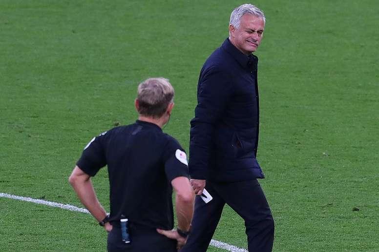 Mourinho se plaint d'une différence de traitement. AFP