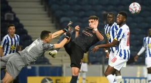 Porto goalkeeper Agustin Marchesin (L) was in fine form against Manchester City. AFP