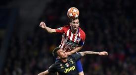 Godín firmó una actuación estelar y marcó un golazo. AFP