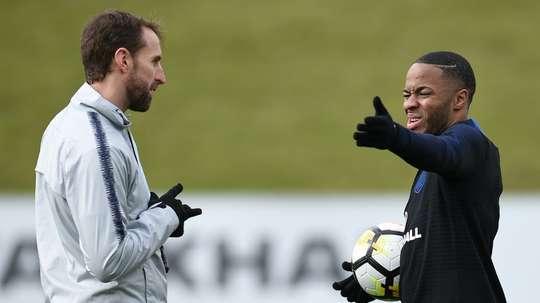 Sterling é cortado da seleção inglesa. AFP