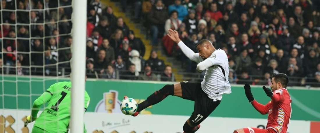 Kevin- Prince Boateng quase marcava um gol acrobático. EFE