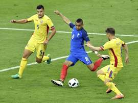 Frances Dimitri Payet (C) shoots to score past Romanias Ovidiu Hoban (L) and Mihai Pintilii during their Euro 2016 group A match