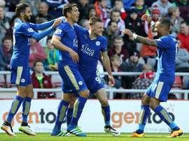 Leicester Citys Jamie Vardy (2nd R) celebrates with teammates Leonardo Ulloa (2nd L), Riyad Mahrez (L) and Danny Simpson during their Premier League match against Sunderland