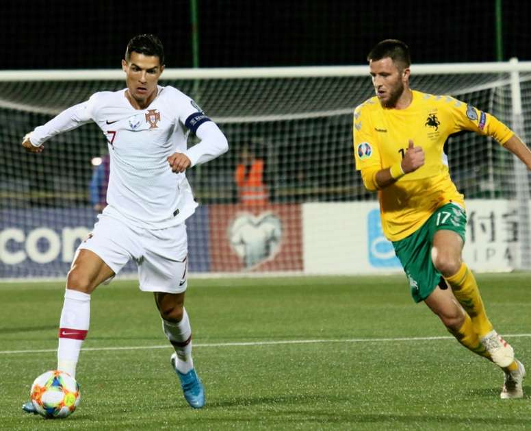 Cristiano marcó cuatro goles a Lituania. AFP