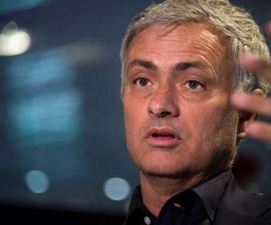 Mourinho acredita que Barça ou Juve vencerão a Champions. AFP
