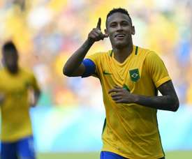 Brazils Neymar celebrates after scoring a penalty against Honduras during their Rio 2016 Olympic Games mens football semifinal match at the Maracana stadium, on August 17, 2016