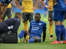 El centrocampista del Leicester se perderá el inicio de la próxima temporada. AFP