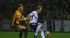 United, Chelsea y Tottenham, interesados en Ben White. AFP